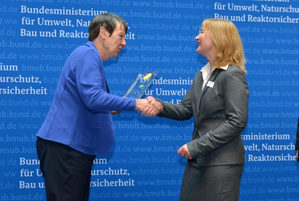 v.l.n.r.: Dr. Barbara Hendricks (Bundesministerin für Umwelt, Naturschutz, Bau und Reaktorsicherheit), Dr. Judith Marquardt (Beigeordnete der Stadt Halle (Saale)), Foto: Tina Merkau
