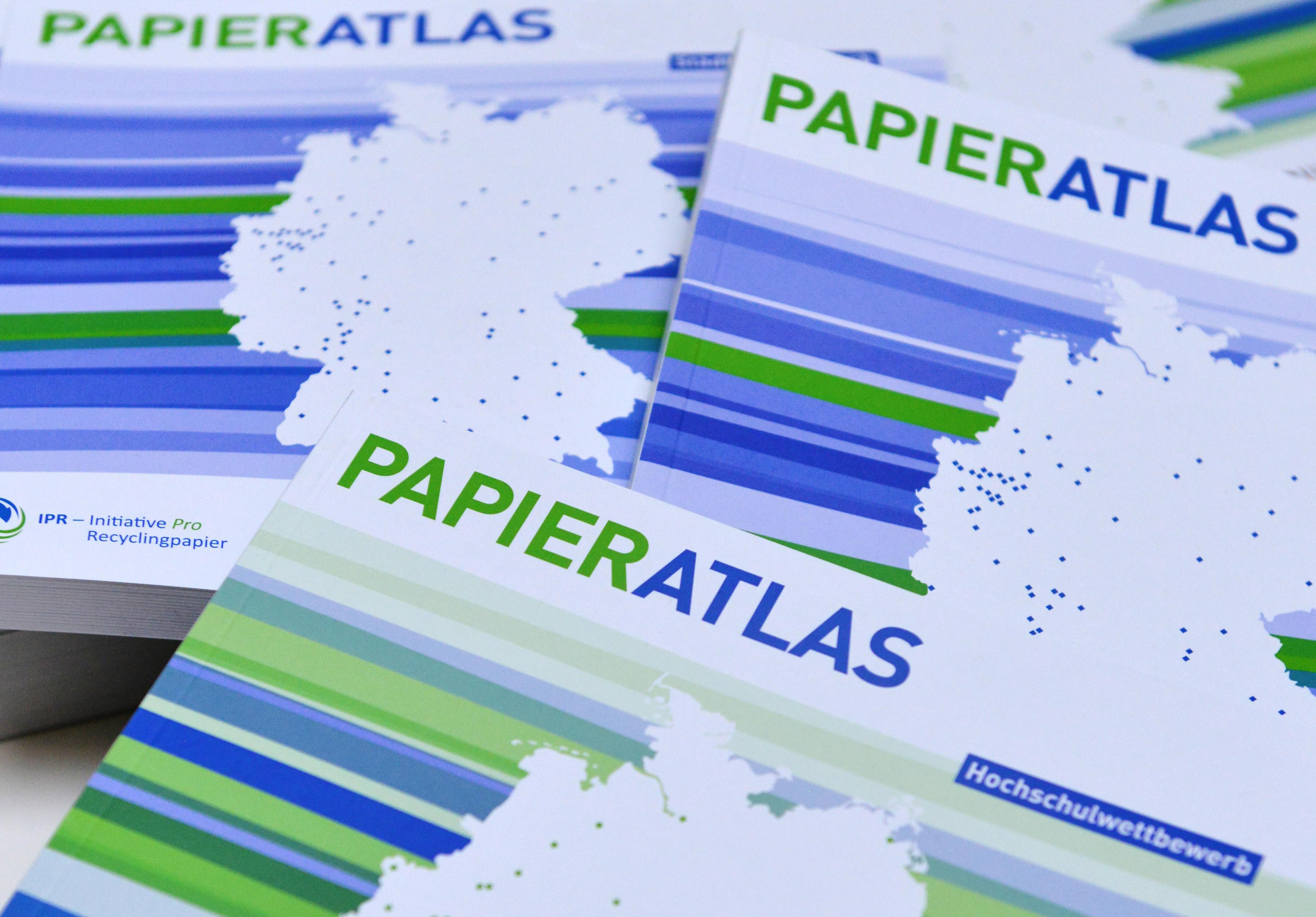 Papieratlas, Foto: Tina Merkau